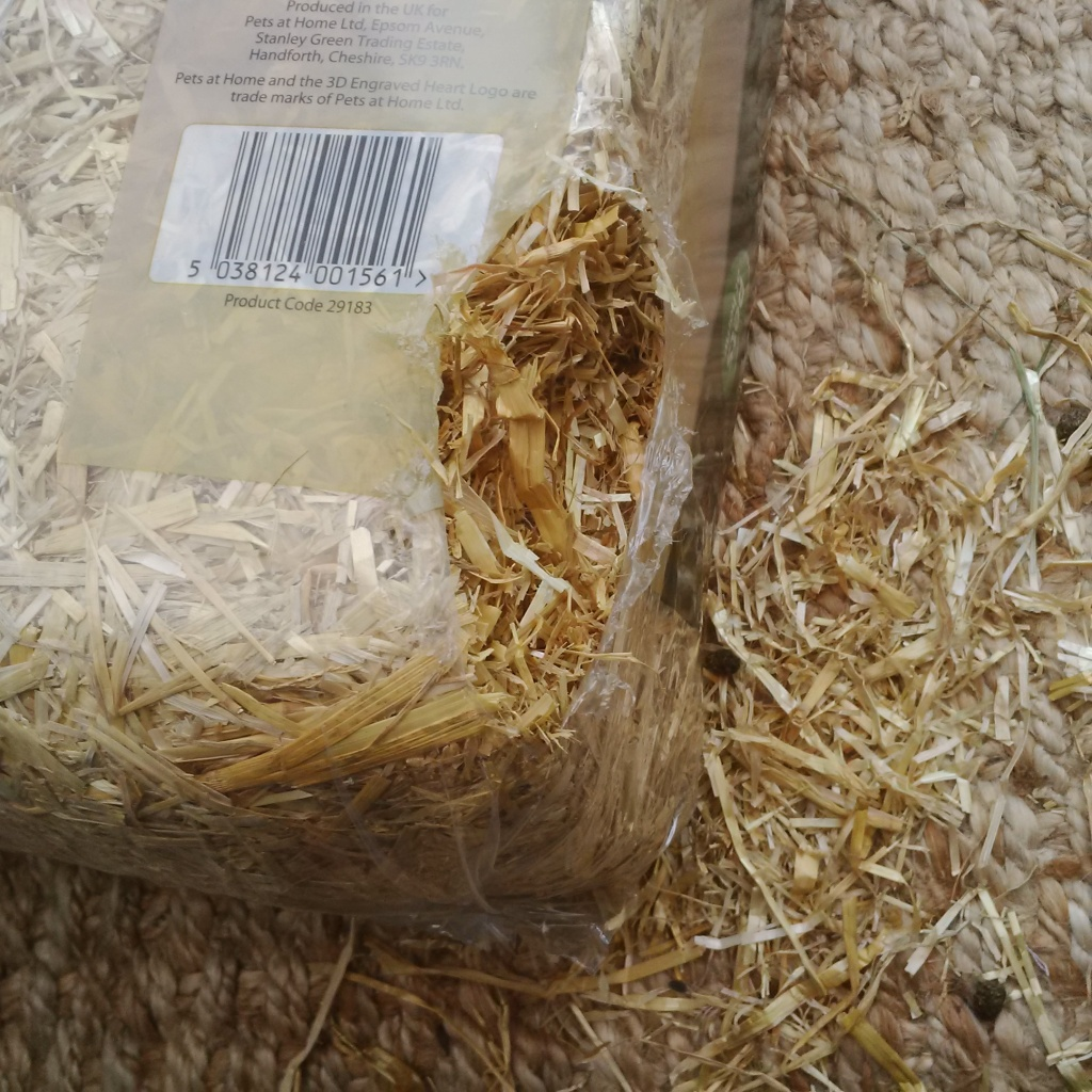 Bunstructed straw bale